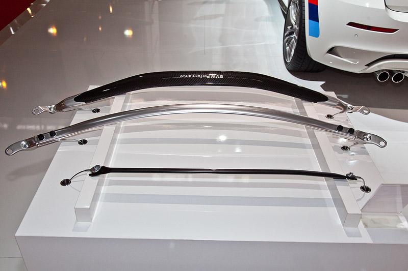 BMW Performance Domstrebe Stahl (vorne), Domstrebe Alu (Mitte) und Domstrebe Carbon
