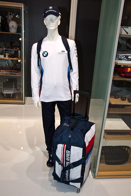 Essen Motor Show 2011: BMW Motorsport Tasche und BMW Kleidung