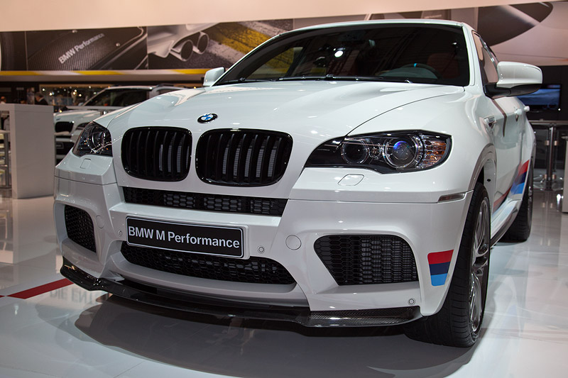 BMW X6 M Performance, mit BMW Performance Frontsplitter Carbon (1.500 Euro)