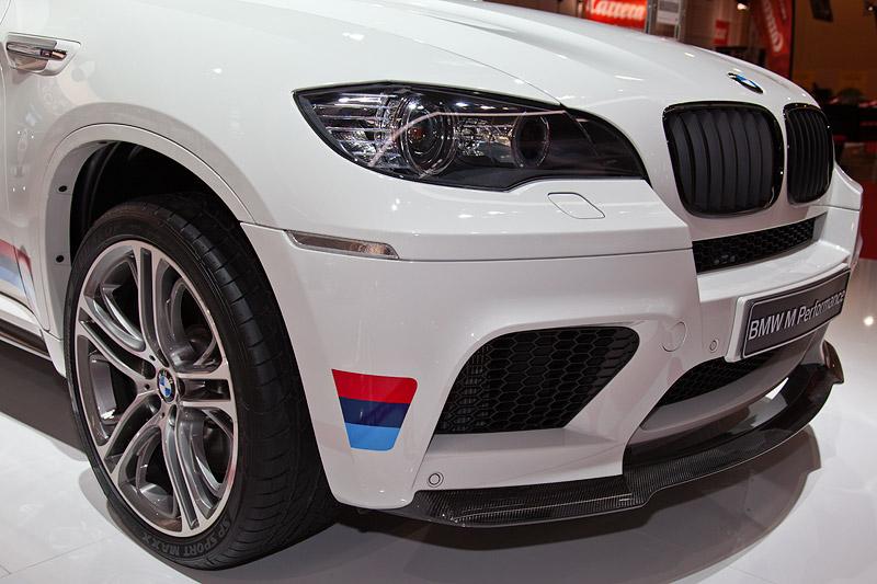BMW X6 M Performance mit Seitenstreifen M, 21 Zoll Alufelgen 310M und BMW Performance Frontsplitter Carbon