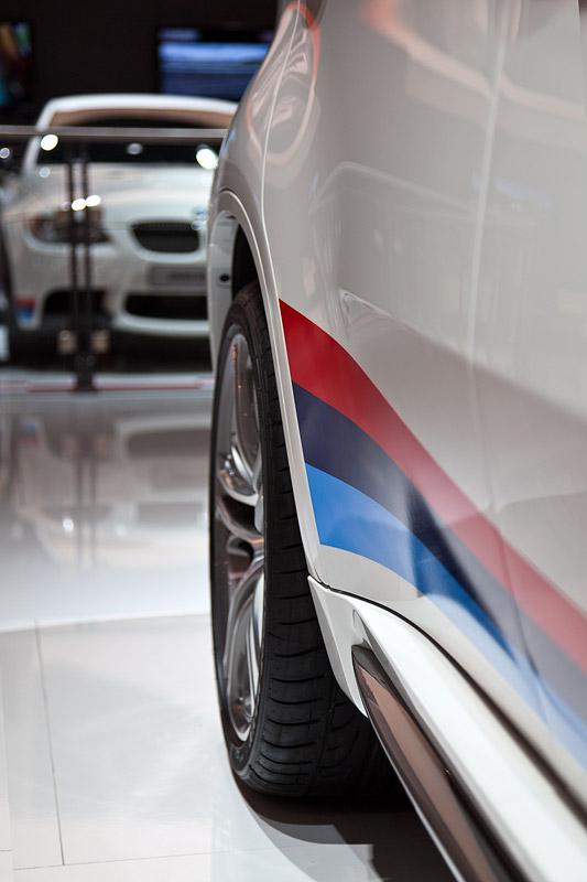 BMW X6 M Performance mit BMW Seitenstreifen M (269 Euro)