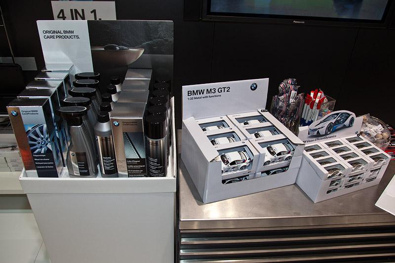 Essen Motor Show 2011: BMW Reinigungsmittel und BMW M3 GT2 Modellauto