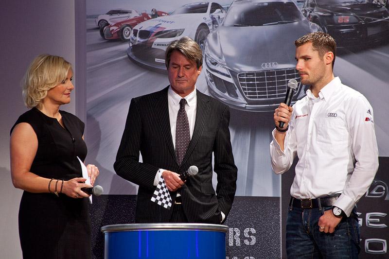Martin Tomcyzk (re.) mit seinem Vater Hermann Tomcyzk im Intervie mit Birte Karalus bei der Eröffnungsfeier der Essen Motor Show 2011