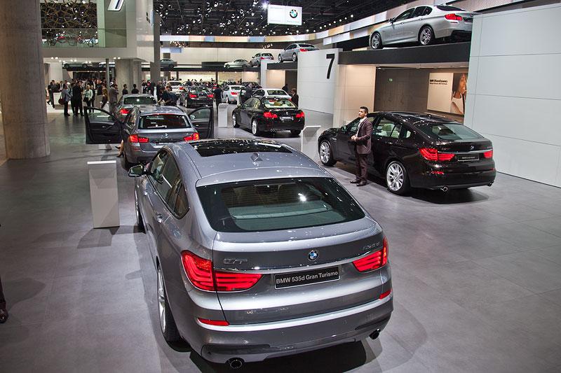 BMW auf der IAA 2011, vorne der BMW 535d Gran Turismo (F07)