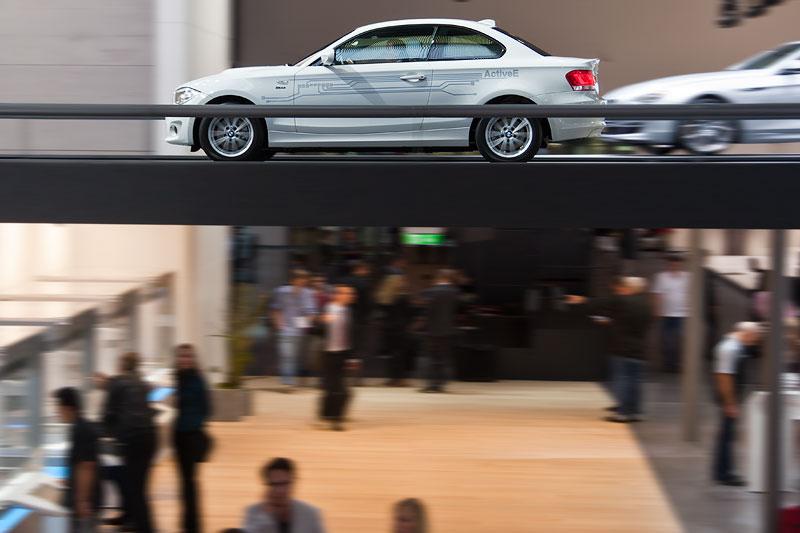 BMW ActiveE fahrend präsentiert in der BMW Messehalle auf der IAA 2011