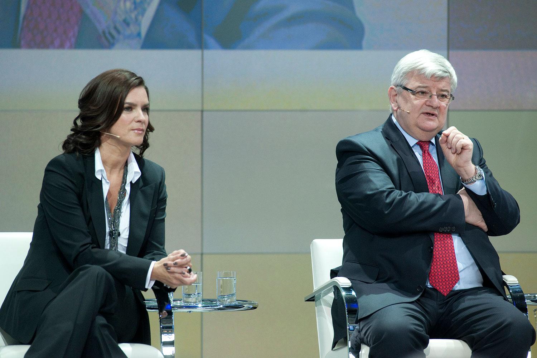 Foto: Podiumsdiskussion mit Katarina Witt, Joschka Fischer ...