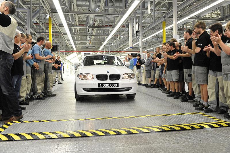 Der einmillionste BMW aus dem BMW Werk Leipzig: Das Jubiläumsauto rollt vom Band. (12/2011)