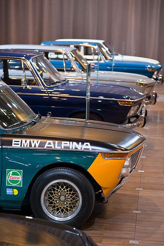 BMW Messestand auf der Techno Classica 2011, vorne der BMW 1600-2 Alpina Gruppe 2