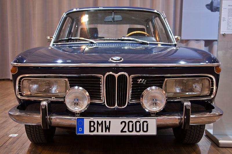 Techno Classica 2011:  BMW 2000 tii
