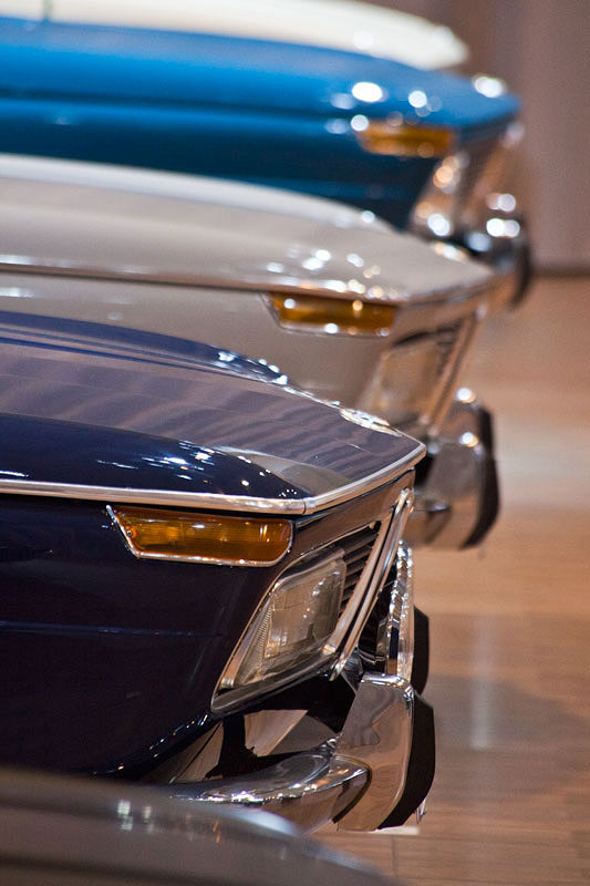 50 Jahre BMW Neue Klasse auf der Techno Classica 2011, vorne der BMW 2000 tii