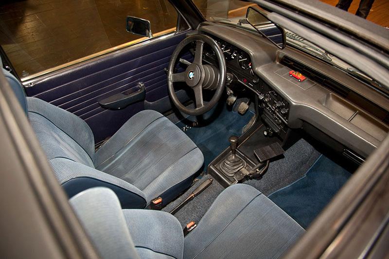 BMW 323i Baur Topcabriolet, Blick durch das geöffnete Dach