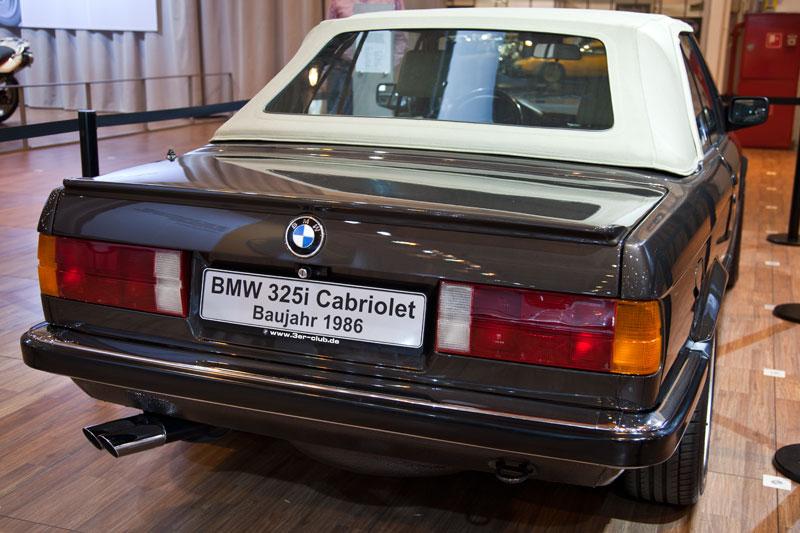 Techno Classica 2011:  BMW 325i Cabrio
