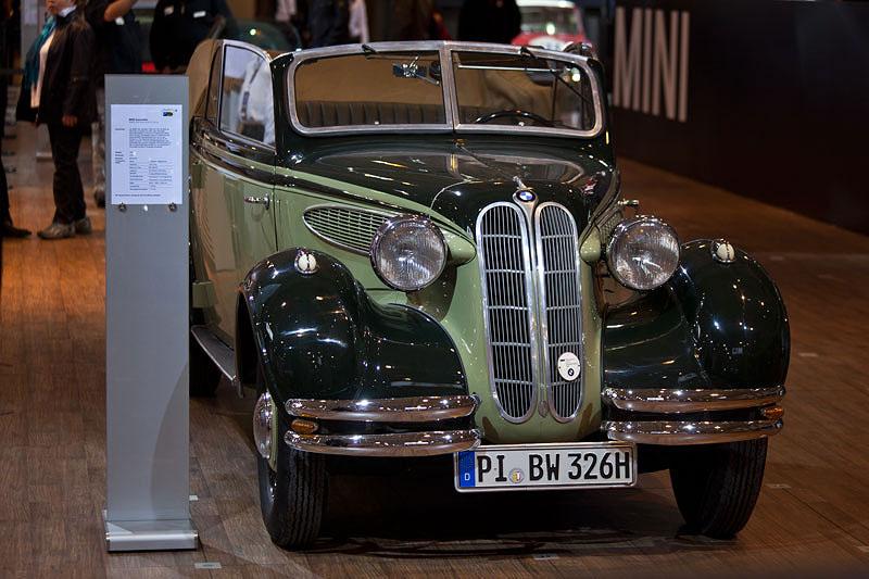 BMW 326 Kabriolet von Rainer Jansing (BMW Veteranen Club) auf der Techno Classica 2011