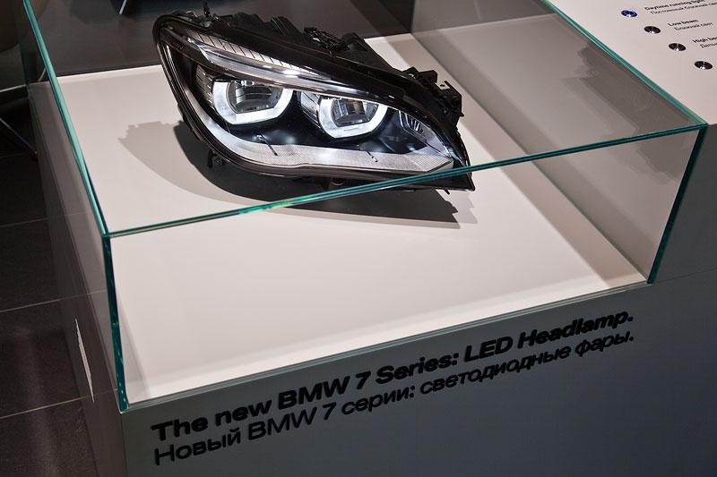 die neuen, adaptiven LED Scheinwerfer wurden den Journalisten anhand eines Modells gezeigt