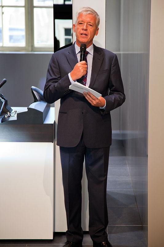 Begrüßung der Journalisten durch Ulrich Knieps, Leiter BMW Group Produkt-, Technologie- und Sportkommunikation