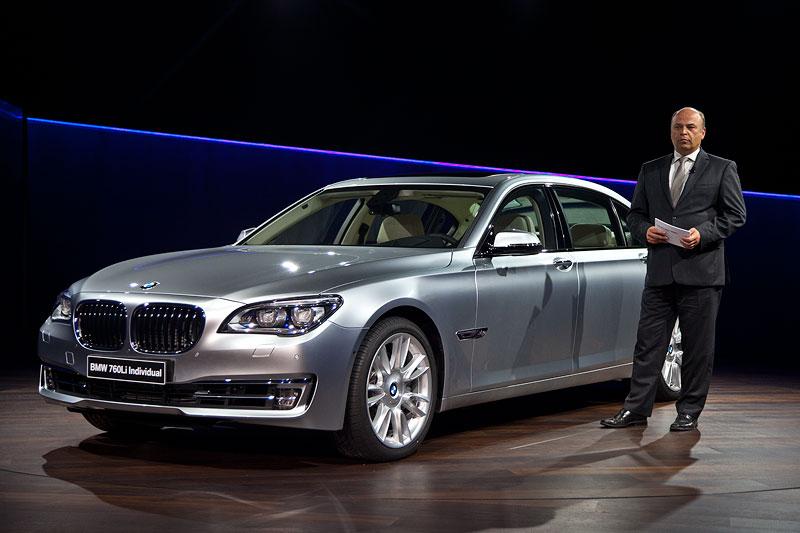 BMW 7er Projektleiter stellte den neuen 7er-BMW den Journalisten vor: 'Noch nie hat es bei einem LCI-Modell soviele Änderungen unter dem Blech gegeben.'