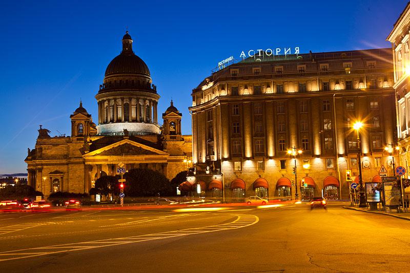 in St. Petersburg waren die Journalisten im Astoria Hotel (rechts im Bild) untergebracht