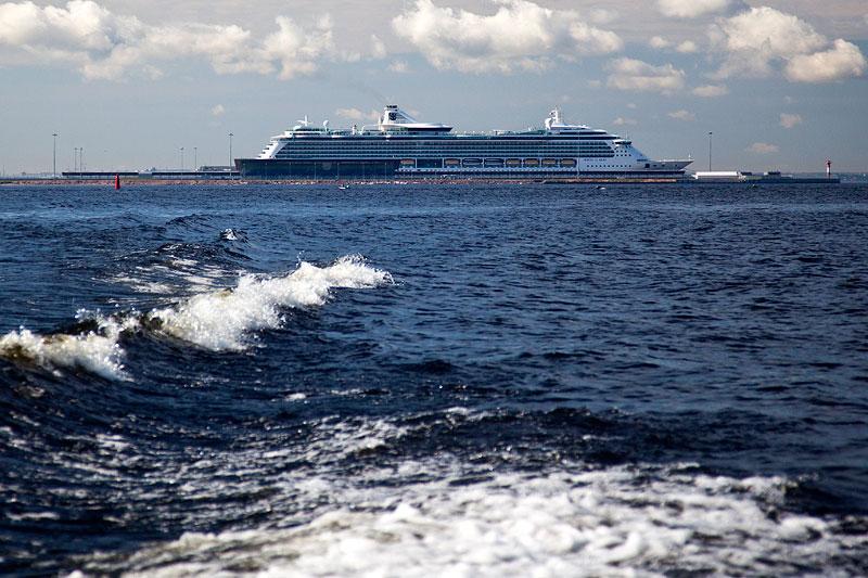 auch Kreuzfahrtschiffe legen am einzigen Ostseehafen Russlands an