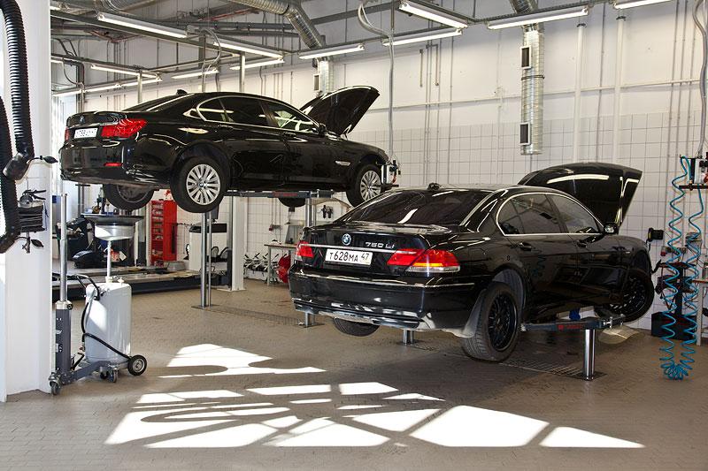 Der Weg in die Werkstatt führt durch eine Waschanlage. Wie man sieht werden nicht nur BMW M Fahrzeuge gewartet.