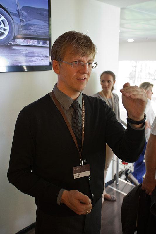 Eugen Körner vom BMW M Park in St. Petersburg führte die Journalisten durch die Räumlichkeiten