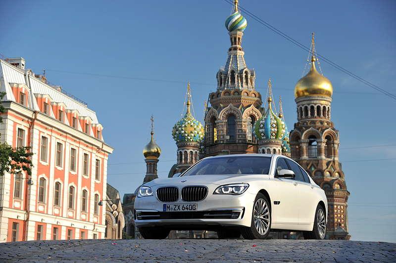 BMW 750i (F01 LCI) on location in St. Petersburg
