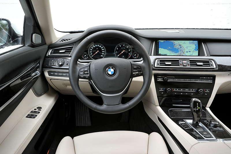 BMW 750i (F01 LCI), Cockpit