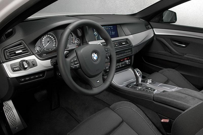 BMW M550d xDrive, Cockpit