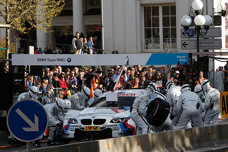 Wiesbaden, 22. April 2012. DTM Präsentation. BMW M Performance Zubehör M3 DTM, Boxen Stopp.