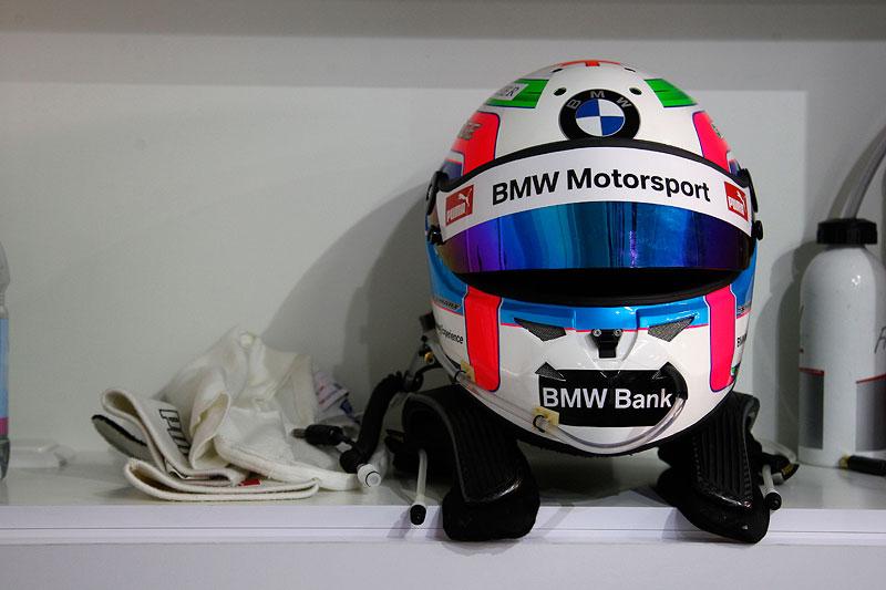 Hockenheim, 3. April 2012. BMW M3 DTM Test. Bruno Spenglers Helm, BMW Werksfahrer.