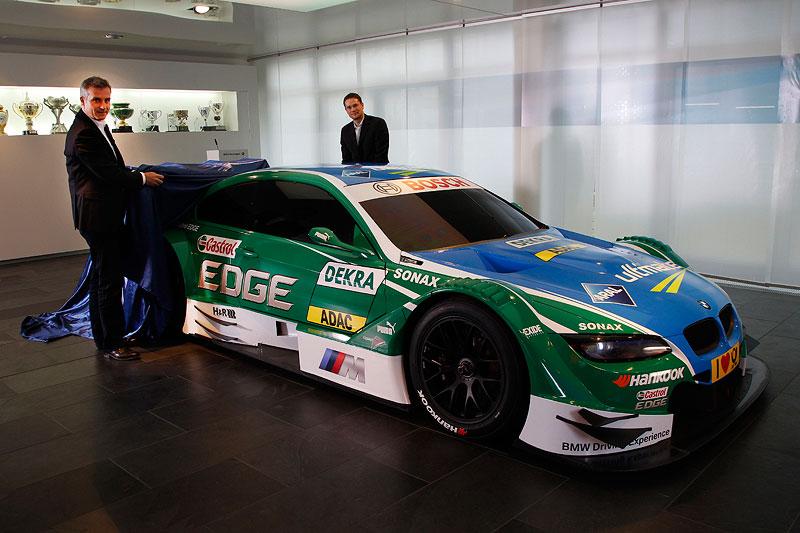 München, 23.01.2011. Jend Marquardt, BMW Motorsport Direktor (links), und Daniel Schmidt enthüllen das Castrol Edge BMW M3 DTM Fahrzeug