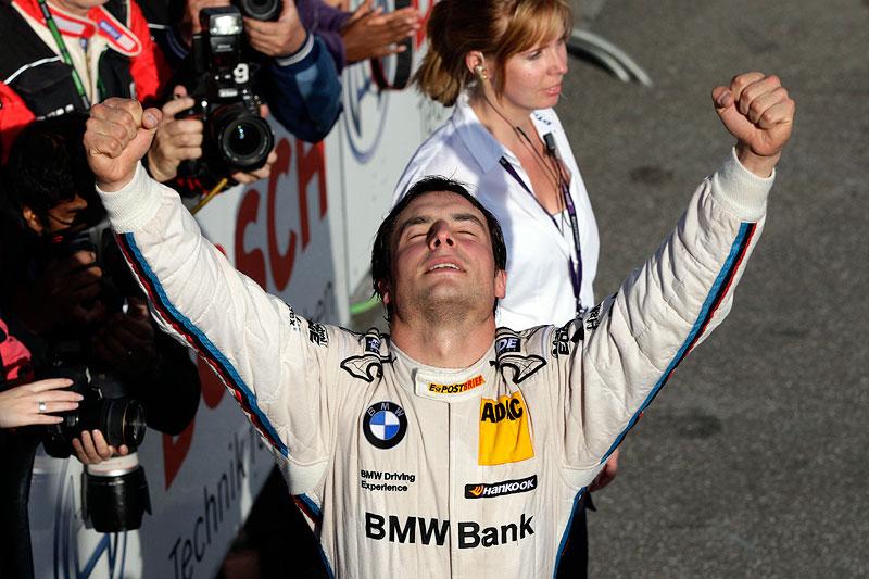 BMW Pilot Bruno Spengler freut sich über seinen Erfolg in Hockenheim