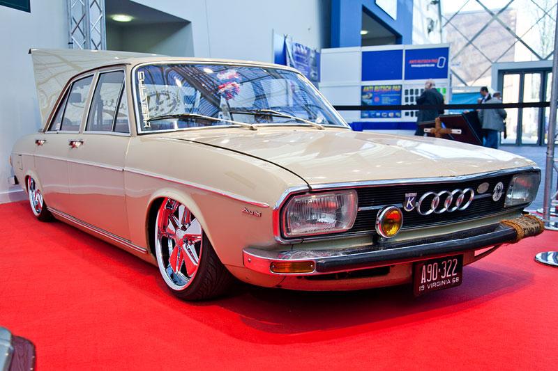 Audi 100 LS, Baujahr 1974, 85 PS, 1.760 ccm Hubraum, Farbe: Saharabeige (orig. Audi), Essen Motor Show 2012