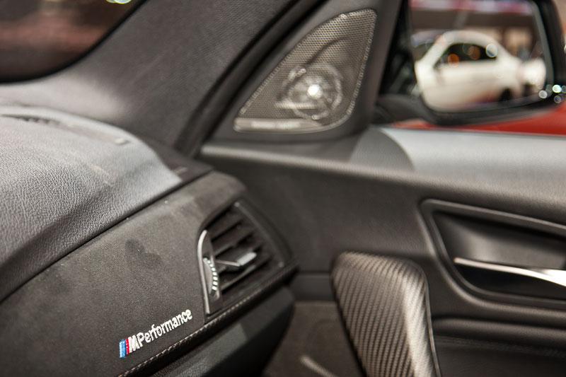 BMW 125i (F20) mit BMW M Performance Schriftzug im Innenraum