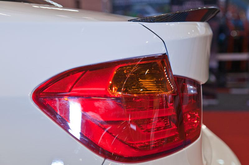 BMW 3er Limousine (F30) mit BMW M Performance Komponenten, u. a. mit Heckspoiler