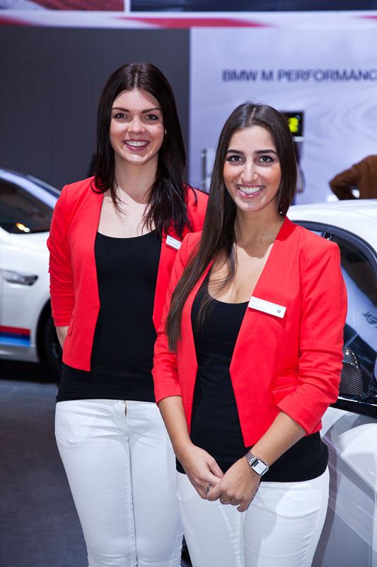 Standpersonal auf dem BMW Messestand auf der Essen Motor Show 2012