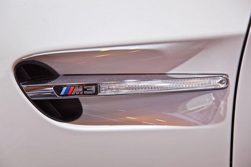 BMW M3 (E92), seitliche Kieme mit BMW M3 Symbol
