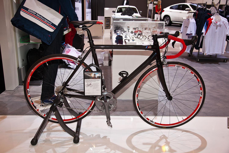 foto bmw m bike carbon racer euro vergr ert. Black Bedroom Furniture Sets. Home Design Ideas