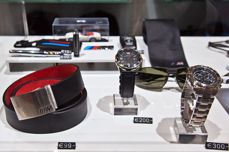 Gürtel, Uhren, Sonnenbrille, Schlips und Schreibutensilien von BMW M