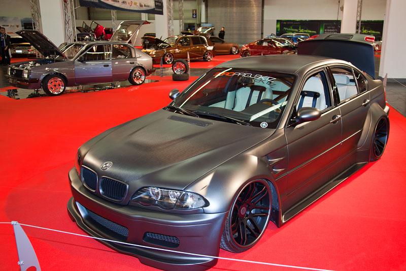 BMW 3er (E46), Bj. 1999, 115 PS, polierte Domstrebe und Ventildeckel, zahlreiche Teile poliert