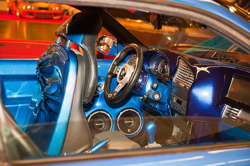 Innenraum Eigenbau GFK HiFi Anlage in Wagenfarbe, modifizierte Sitzverkleidung, geändertes Armaturenbrett