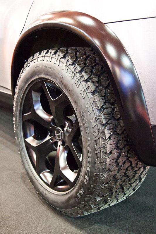 Manhart MHX6 Dirt Edition, BMW Y-Speiche in 10x20 Zoll mit 305/50 R20 Grabber AT2