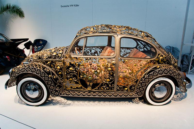 Croatian Wrought Iron VW Beetle, ein mit Kunstschmiede-Arbeiten verschönerter Käfer