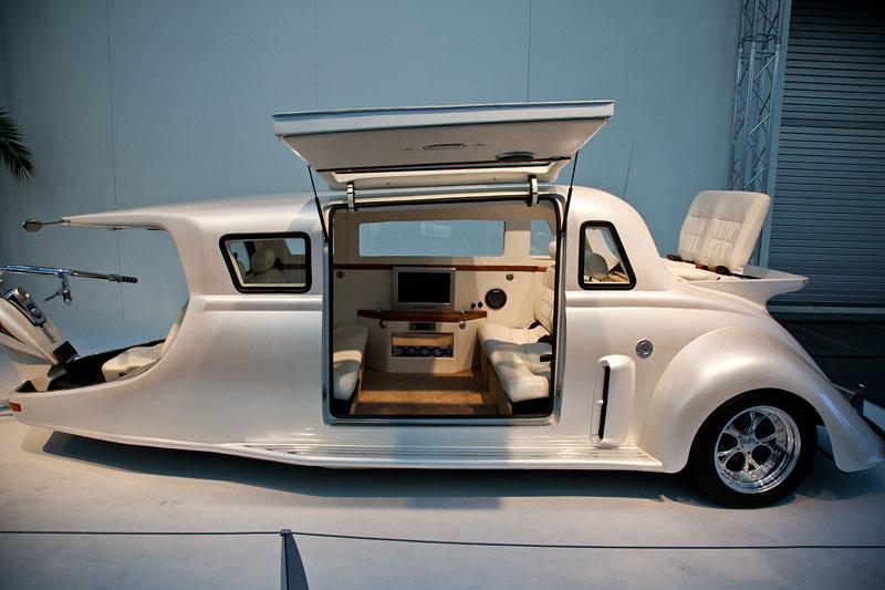 Harley-Limo, von Mac Swift erdacht und gebaut. Platz für 8 Passagiere, 5.7 Liter V8-Chevy-Motor, 350 PS, 7 Meter lang, 1.75 Tonnen schwer