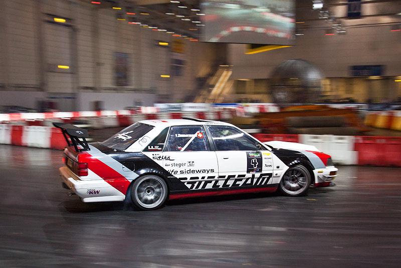 auf Heckantrieb umgebauter Audi S8 beim Driften in der Motorsport-Arena, Essen Motor Show 2012