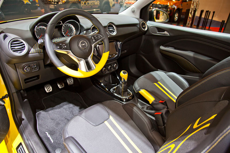 foto opel adam cockpit mit lederlenkrand mit chrom elementen bordcomputer klima automatik. Black Bedroom Furniture Sets. Home Design Ideas