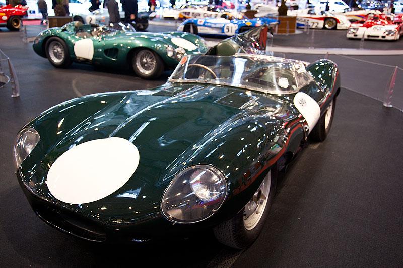 Jaguar D Type aus den Jahren 1955-57, 6-Zylinder, 3.442 ccm, 270 PS, Sieger: u. a. 12 Std.-Rennen Sebring 1955, 3x 24 Std.-Rennen von Le Mans, Fahrer: u. a. Mike Hawthorn