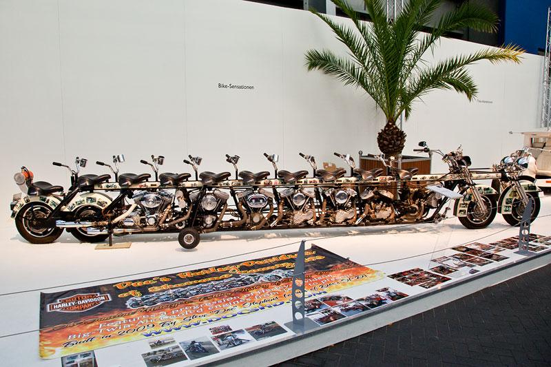 The Timeline Motorcycle, Motorrad-Unikat mit zehn Sitzen und sieben Harley-Davidson-Motorren