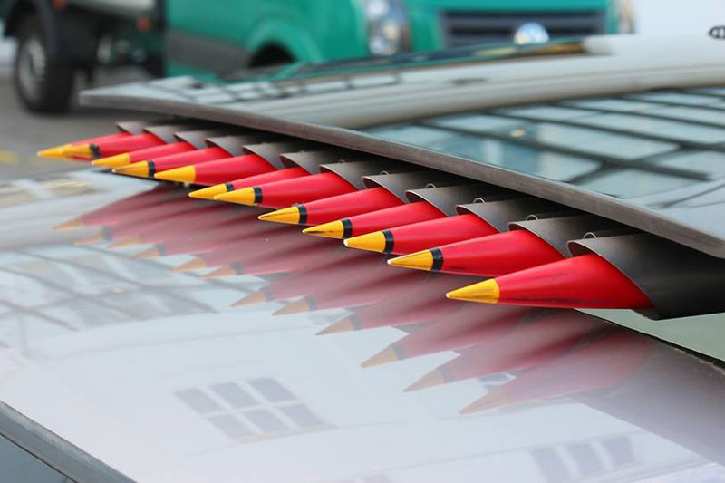 Raketen im Schiebedach sorgen für freie Straßen