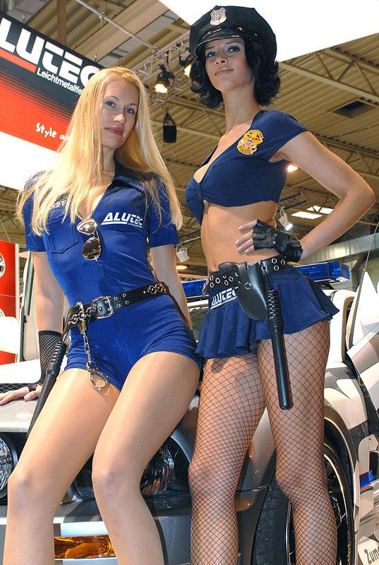 Essen Motor Show 2008: Micaela Schäfer (rechts)
