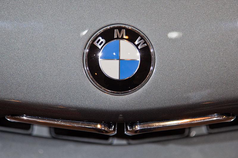 BMW Alpina B7 Turbo Katalysator (E28), BMW Logo auf der Motorhaube und BMW Niere